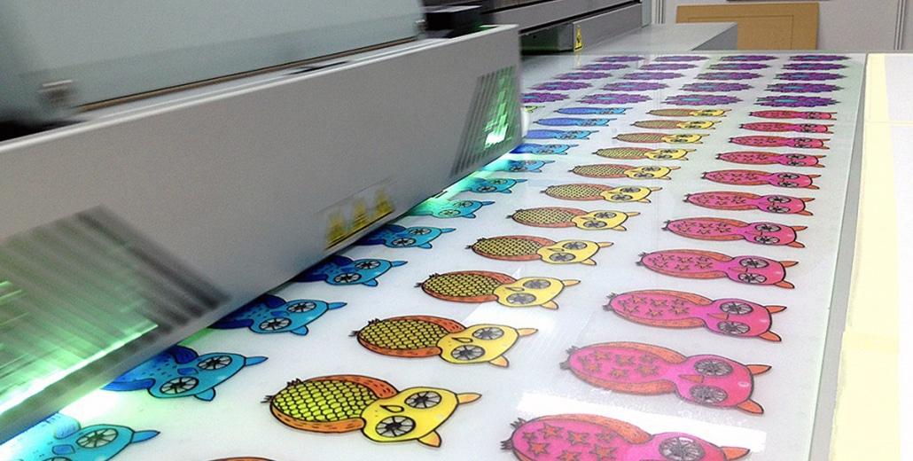 УФ печать на разных материалах.